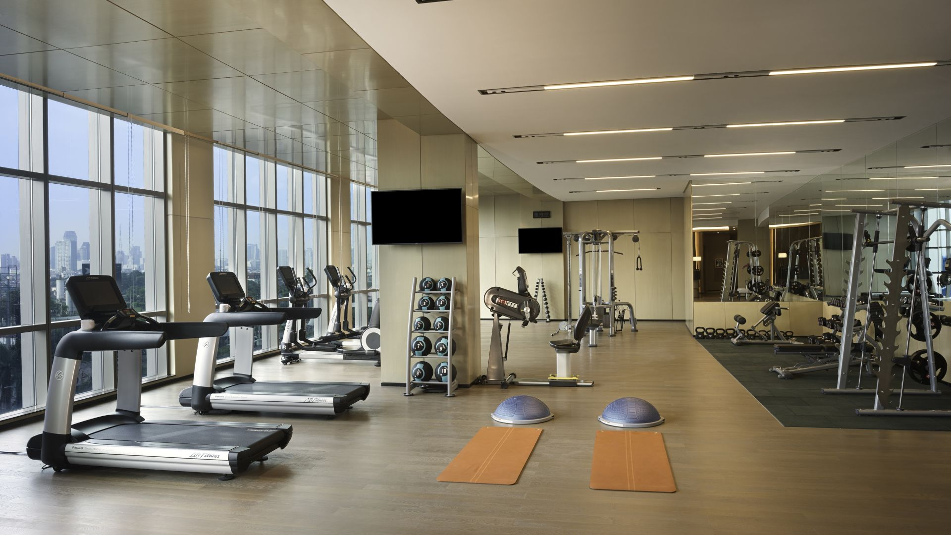 Fitness Studio with Infinity City View